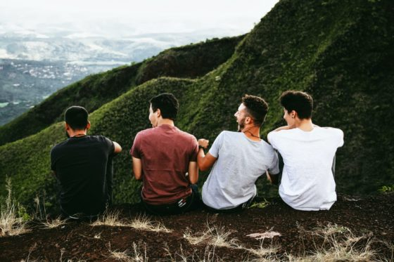 La bellezza di viaggiare in gruppo e non da soli Cover